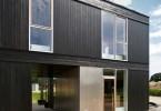 Brunt modern hus