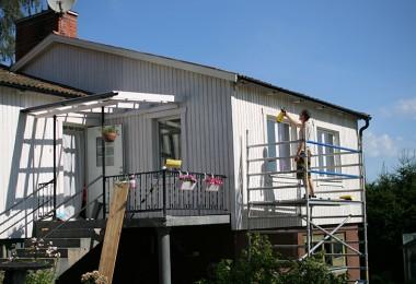 Man målar sitt hus