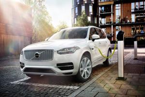 Modellen XC90 T8 är den första Volvon designad från grunden för plugin/electrification kompabilitet.