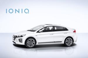 Under 2016 lanserar Hyundai nya hybridbilen IONIQ i Sverige<br /> –en bränsleeffektiv och avancerad hybridbil. IONIQ kommer, som första bil<br /> i världen, erbjudas med hela hybridpaletten: elektrisk; plug-in bensin/elhybrid; och bensin/elhybrid.