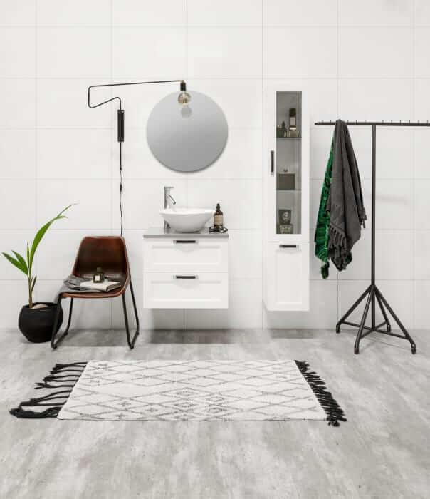 Flexline är en modern och flexibel möbelserie i hållbar kvalitet med tidlös formgivning. Serien har oändligt många valmöjligheter som enkelt kan anpassas efter behov och personlig stil. Foto: Noro Badrum.