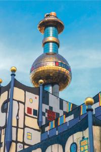 Ett konstverk? Nej, bara en förbränningsanläggning i Wien designad av den österrikiske formgivaren Friedensreich Hundertwasser – mannen bakom det berömda bostadshuset Hundertwasserhaus.
